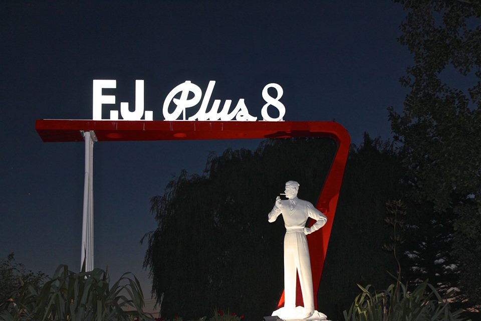 FLETCHER JONES PLUS 8 SIGN RESTORATION